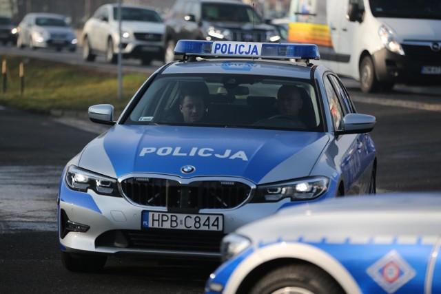 Mężczyzna został zatrzymany i przewieziony do jednostki chodzieskiej Policji.