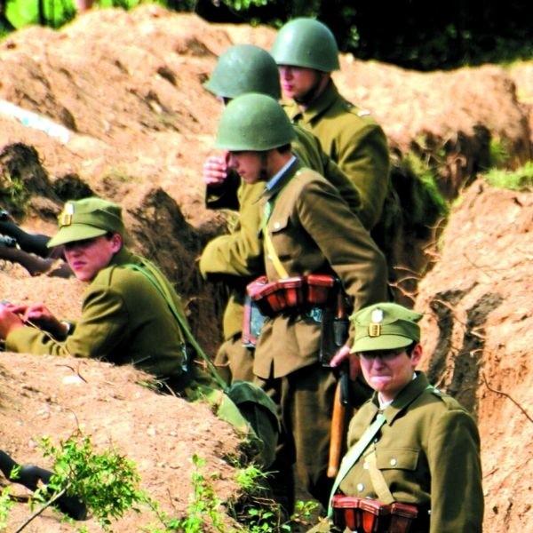 Inscenizacja walk w obronie Nowogrodu we wrześniu 1939 r. wymagała przygotowania okopów