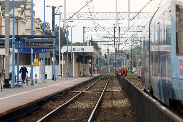 U pasażera pociągu relacji Warszawa - Lublin potwierdzono zakażenie wirusem SARS-CoV-2