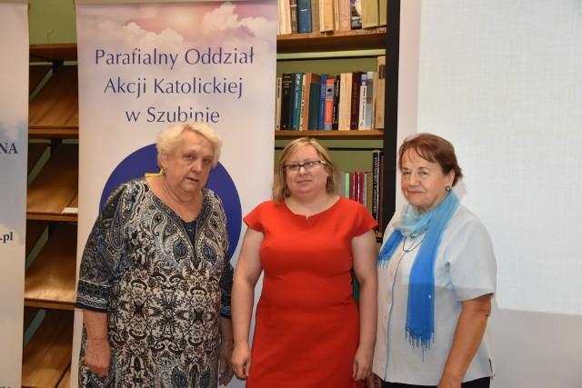 Podczas Dni Kultury Chrześcijańskiej w Szubinie Anna Sergott (w środku) mówiła o sposobach przedstawiania Chrystusa w sztuce. W czwartek 17 bm. w Muzeum w Nakle mówić będzie o świętych patronach kościołów Krajny