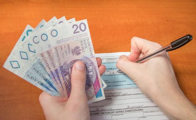 Znacznie wyższa kwota wolna od podatku oraz emerytura zwolniona z podatku? Takie propozycje ma przedstawić jeszcze w tym miesiącu PiS.