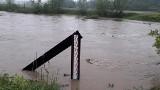 Powiat bocheński. Alarm przeciwpowodziowy wciąż trwa, Raba i Stradomka nadal bardzo niebezpieczne - ZOBACZ ZDJĘCIA