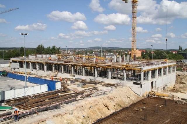 Robotnicy pracują już na drugiej kondygnacji budynku. Fot. Dawid Łukasik