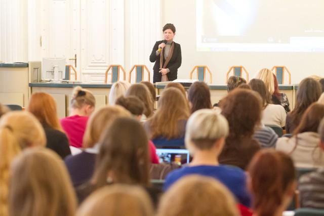 """Konferencja na Wydziale Zarządzania Uniwersytetu w Białymstoku o """"Aniołach Biznesu"""" cieszy się dużą popularnością. Organizatorzy nie mieli problemu z zapełnieniem całej auli."""
