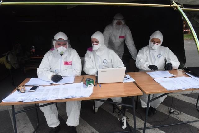 Siedem kolejnych osób zmarło w regionie łódzkim na koronawirusa - poinformowały w czwartek (25 czerwca) służby sanitarne. Do tego kolejnych 39 osób zostało zarażonych koronawirusem. CZYTAJ DALEJ NA KOLEJNYCH SLAJDACH