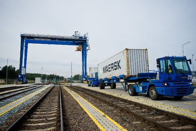 W ciągu ostatnich lat nastąpiło znaczące zwiększenie przewozów pociągami towarów przeładowywanych przy nabrzeżach