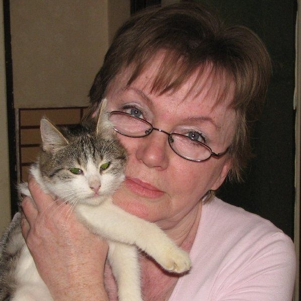 """- Zawsze wychowywałam się z psami i kotami.  Nie miałam rodzeństwa, więc zwierzęta  traktowałam, jak moich braci mniejszych. I tak  zostało do dziś - wyznaje Irena Nowakowska,  """"świeżo upieczony"""" prezes inowrocławskich  Animalsów."""