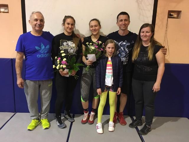 Trener Jacek Górski, Magdalena Kaźmierczak, Paulina Wesół, trener Piotr Górski i trener Agata Żuromska