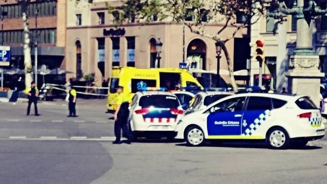 Barcelona. Atak terrorystyczny w Hiszpanii. Bus wjechał w tłum. Są zabici i ranni