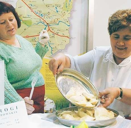 Bożena Kukurowska i Danuta Szumlańska serwowały gościom targów świeżutkie pierogi z Budachowa