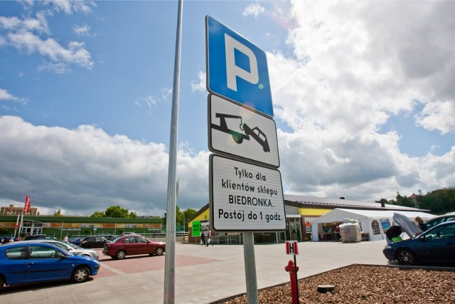 Ze skarg konsumentów wynika, że brakuje rzetelnej informacji o zasadach korzystania z parkingu, w wyniku czego jego zarządca nalicza wysokie opłaty wynoszące 150 zł lub 90 zł.
