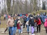 Kalwaria Zebrzydowska. Tysiące ludzi zebrało się w Wielki Piątek mimo pandemii. Arcybiskup porównał aborcję do ukrzyżowania [07.04.2021]