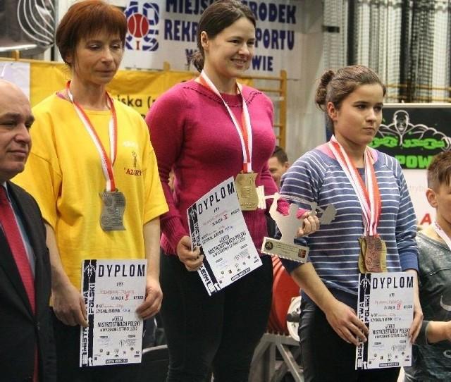 Na podium Agnieszka Tuczykont (w środku) z Tęczy-Społem Kielce.