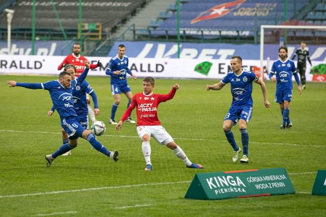 PGE Stal Mielec w meczu z Wisłą Kraków miała różne momenty. Sprawdźcie jak oceniliśmy piłkarzy Leszka Ojrzyńskiego za to spotkanie.