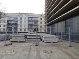 W Renomie powstają biura. Podczas przebudowy wycięto sufit [ZDJĘCIA]