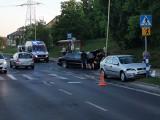 Groźnie wyglądający wypadek przy ul. Duńskiej. Zderzenie przy przystanku autobusowym