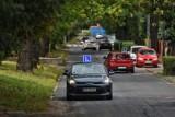 Poznań: Mieszkańcy Winograd mają dość samochodów nauki jazdy, które blokują ulice