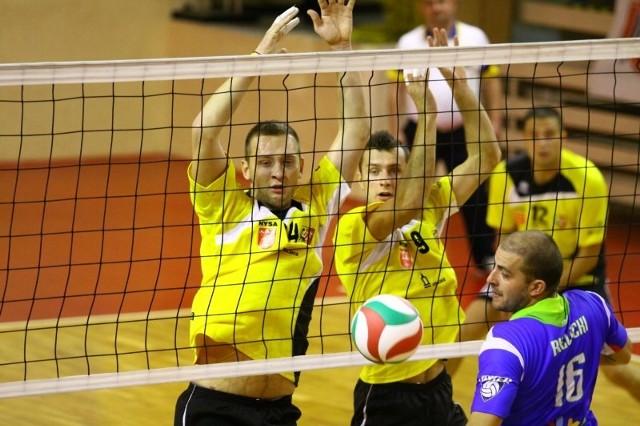 Łukasz Karpiewski (z lewej) i Jarosław Pizuński blokiem zatrzymali w tym sezonie nie jednego rywala. Oby w sobotę walkę na siatce przegrali z nimi kolejni zawodnicy.