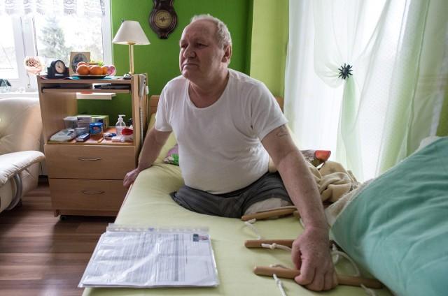 Pan Marian z Grudziądza ma amputowane obie nogi.