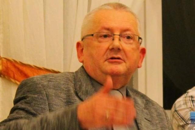 Radny Andrzej Orłowski zasłynął tym, że nagrywał posiedzenia radnych, choć część z nich głośno przeciwko temu protestowała.