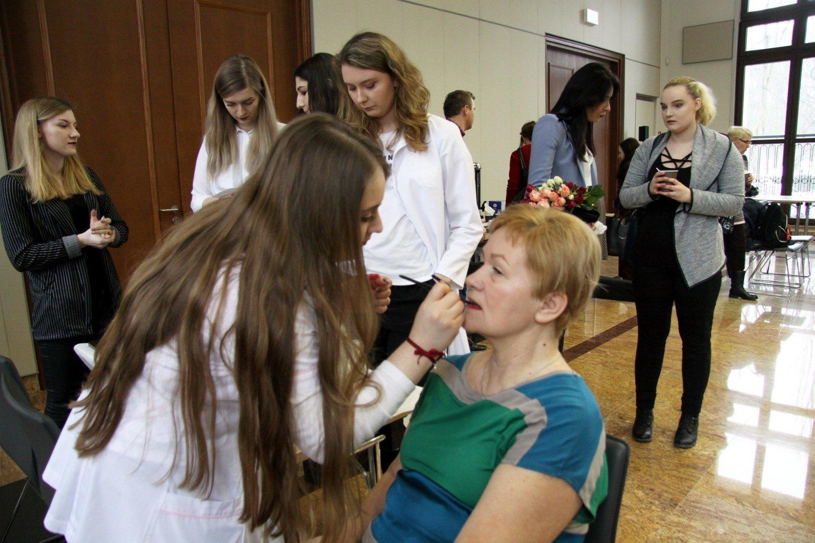 Dzień Kobiet W Lublinie Tulipany Koncerty Medale Darmowe Badania