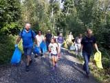 Sympatycy Szymona Hołowni sprzątali Góry Opawskie. Zebrali 100 kilogramów śmieci