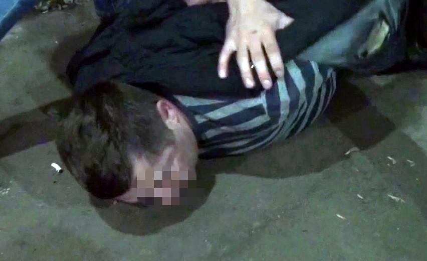 Rosja, Moskwa. Zatrzymany przez FSB Polak Marian Radzejewski został skazany na 14 lat kolonii karnej w Rosji za szpiegostwo. Według FSB, Polak próbował organizować przewoź do Polski części do systemów rakietowych S-300. Kadr z monitoringu FSB.