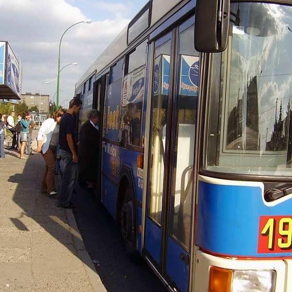 Zarządzenie dotyczące wakacyjnych biletów dla młodzieży prezydent Mielca podpisał w piątek.