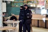 Policja i sanepid wkroczyli do otwartej mimo obostrzeń kieleckiej restauracji (WIDEO)