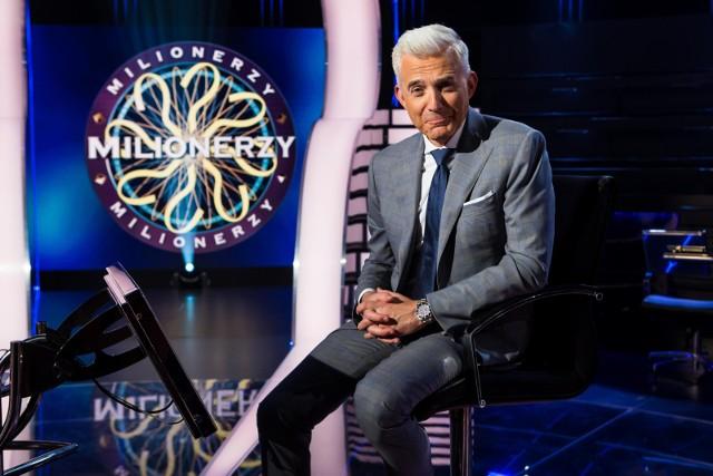 Teleturniej Milionerzy emitowany jest na antenie TVN od poniedziałku do czwartku. Prowadzącym program jest Hubert Urbański