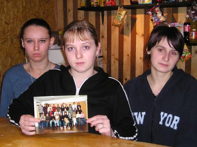 Agnieszce Charowskiej, Beacie Dużyńskiej i Beacie Zdanowicz po przyjaciółkach pozostało tylko wspólne, klasowe zdjęcie. - Dziś prawie wcale się do siebie nie odzywamy. Tak przeżywamy ten koszmar.