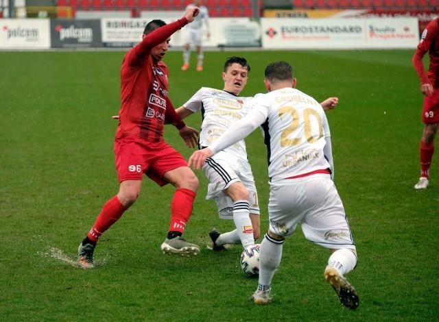 Na finiszu sezonu 2 Ligi przed piłkarzami Bytovii Bytów i Chojniczanki Chojnice coraz więcej spotkań o dużym ciężarze gatunkowym