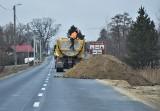 Ruszyła przebudowa ulicy Orląt Lwowskich w Tarnobrzegu. Ruch wahadłowy i utrudnienia (ZDJĘCIA)