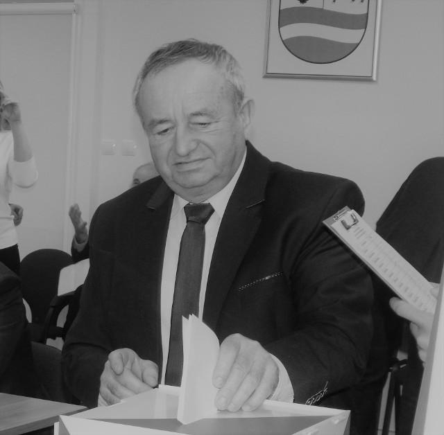 Odszedł wieloletni radny powiatu krośnieńskiego oraz sołtys, Roman Sikora.