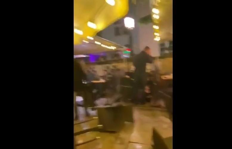 Atak pseudokibiców na zagranicznych turystów w Gdańsku. Zdemolowali ogródek gastronomiczny. Są pierwsi zatrzymani