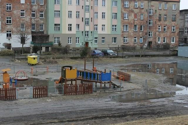 Na ten plac miasto wydało 45 tysięcy złotych.