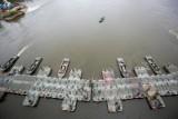 """Awaria """"Czajki"""". Wojsko buduje most pontonowy z tymczasowym rurociągiem. Minister Błaszczak obarcza winą prezydenta Trzaskowskiego"""