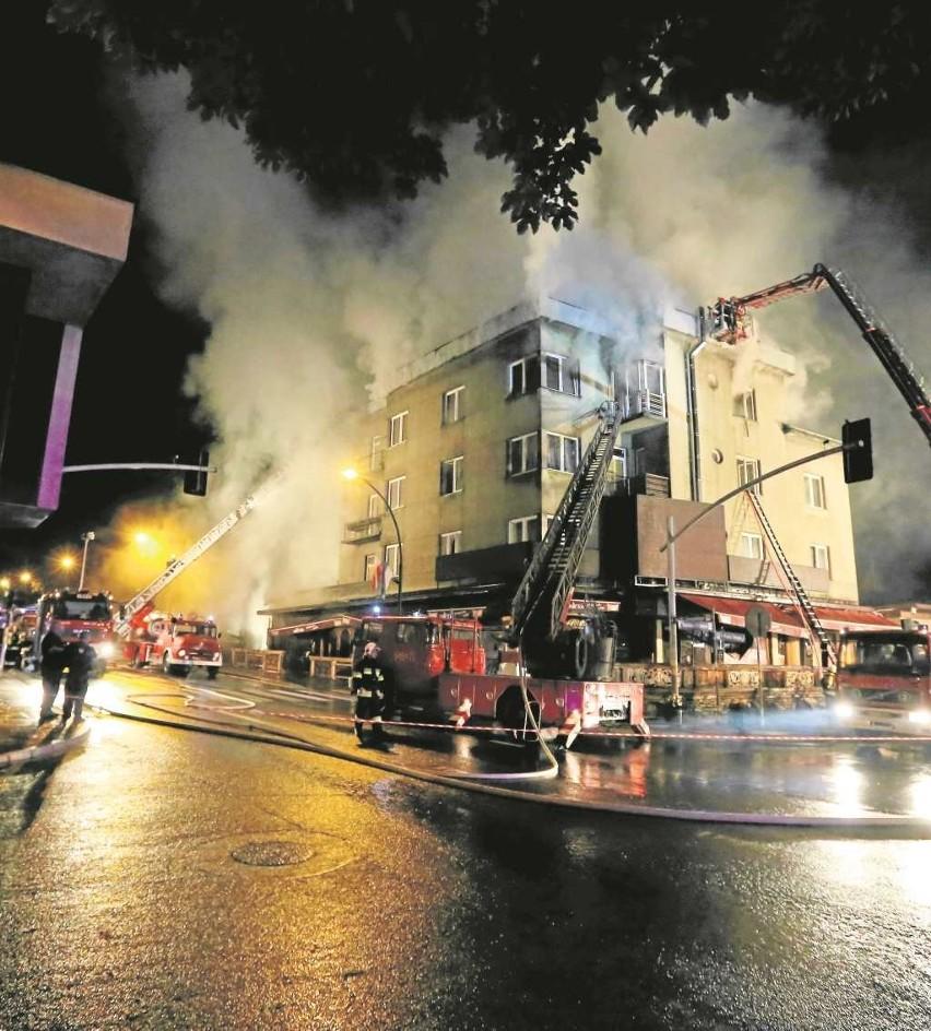 """Pożar restauracji """"Watra"""" gasili strażacy z całego Podhala"""