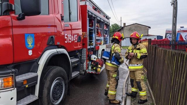 W poniedziałek 2 sierpnia w Orzeszu doszło do pożaru, w którym zginęły trzy osoby. Ogień dogaszało 12 zastępów Straży Pożarnej. Biegły podał przyczynę pożaru.
