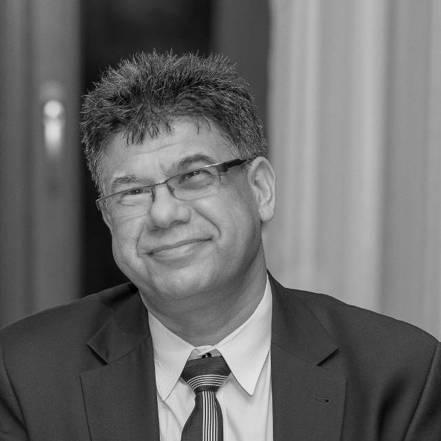 Po długiej walce z covid-19 zmarł Issa Fares, specjalista chorób wewnętrznych, od lat związany z Bydgoszczą. Przyjaciele i pacjenci zapamiętają Go jako wspaniałego, oddanego lekarza