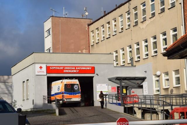 Kierowca karetki pracujący w gnieźnieńskim szpitalu przebywał w pracy pod wpływem środków psychoaktywnych – m.in. ecstasy. Choć sytuacja miała miejsce pod koniec kwietnia, dopiero teraz wychodzi na jaw finał tej sprawy.