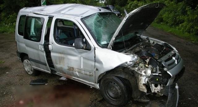 Policjanci z Łap ustalają, kto w chwili wypadku siedział za kierownicą.