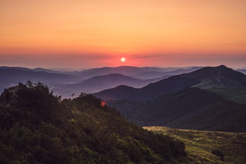 10 najlepszych miejsc na zachód słońca w Polsce. Tu złota godzina wygląda najbardziej malowniczo