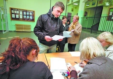 """Łukasz Murza, 18-latek z Podczela, w swojej ankiecie powiedział lotnisku """"nie""""."""