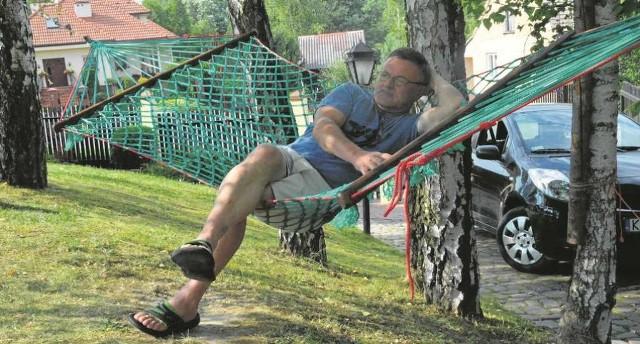 Zasłużony odpoczynek po pracy, czyli pan Tadeusz na własnoręcznie wykonanym hamaku