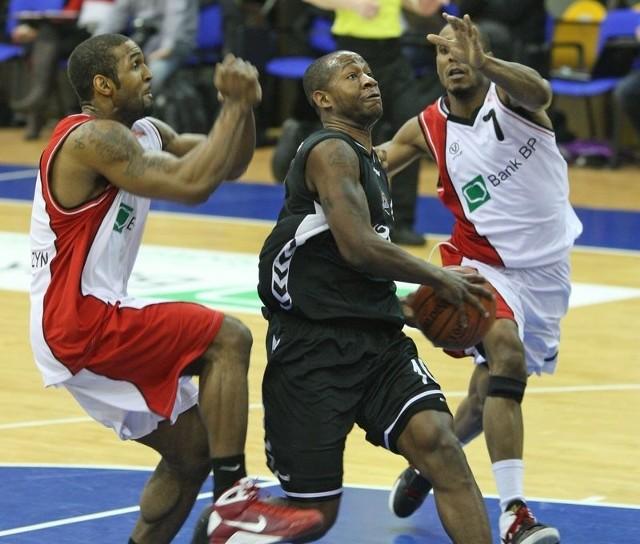 Demetric Bennett po ciężkich spotkaniach z Basketem Kwidzyn musi wyleczyć skręcenie nogi.