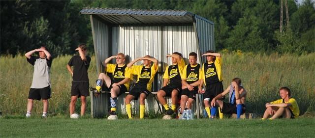 Zawodnicy Rudzika Rudna Mała nie dość że mają pod słońce to jeszcze pod górkę - znów muszą się bronić przed spadkiem