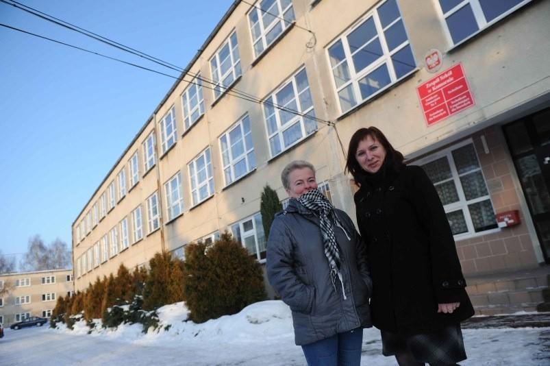 Dla uczniów i pracowników szkoły ostatnie miesiące są bardzo nerwowe. Na zdjęciu nauczycielki Elżbieta Antoniak i Violetta Nabrdalik.