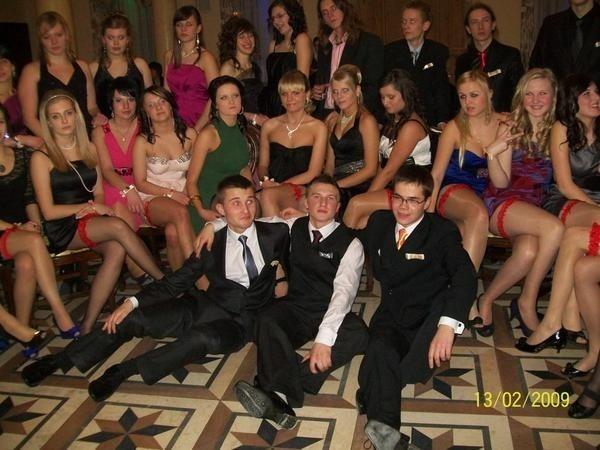 Uczniowie I Liceum Ogólnoksztalcącego w Lancucie na balu maturalnym bawili sie w Dworze Ostoya.