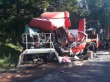 Wypadek w Skotnikach. Zderzenie czołowe busa z lawetą. ZDJĘCIA